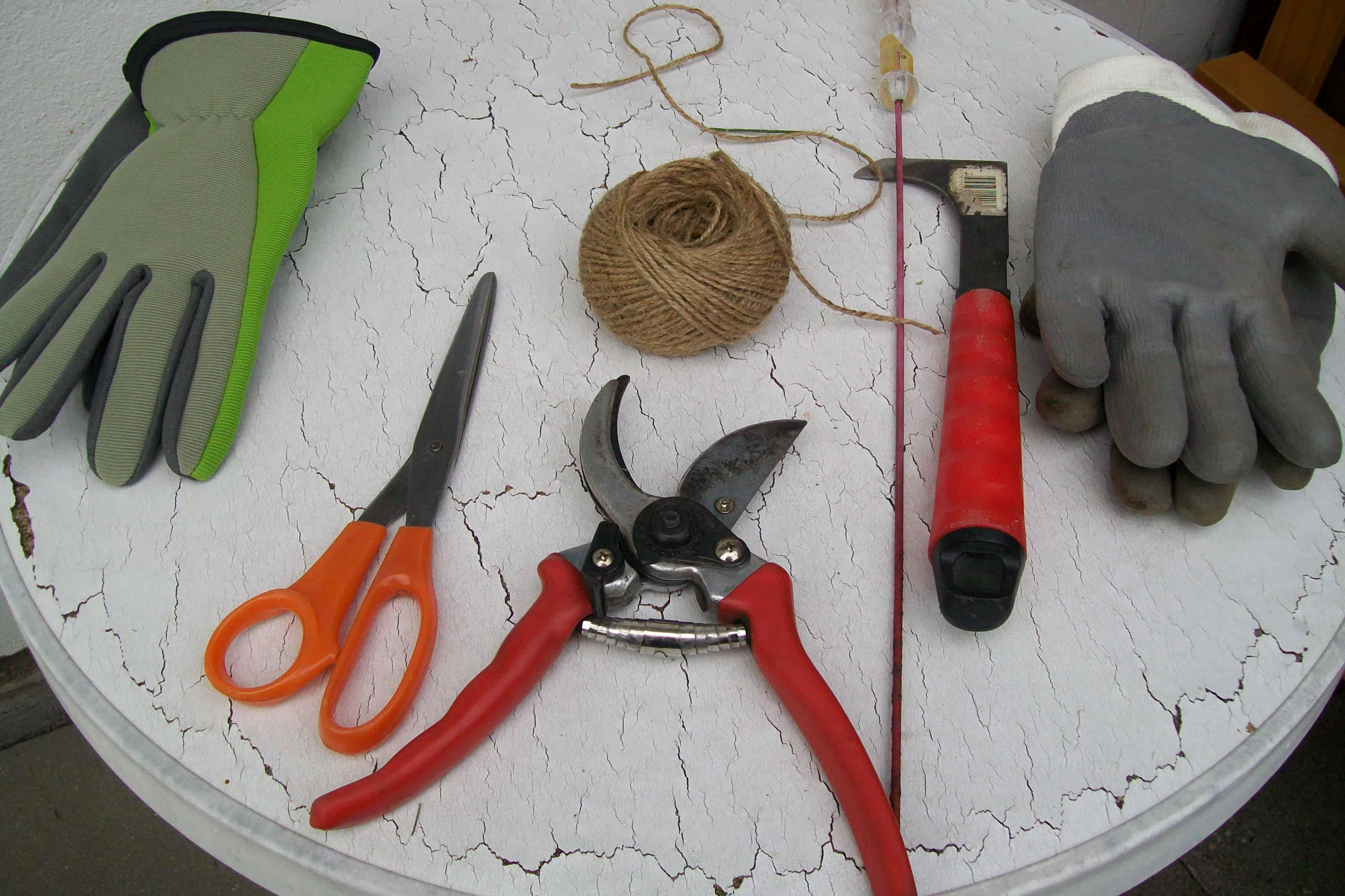 Eine Reihe wichtiger Gartenutensilien