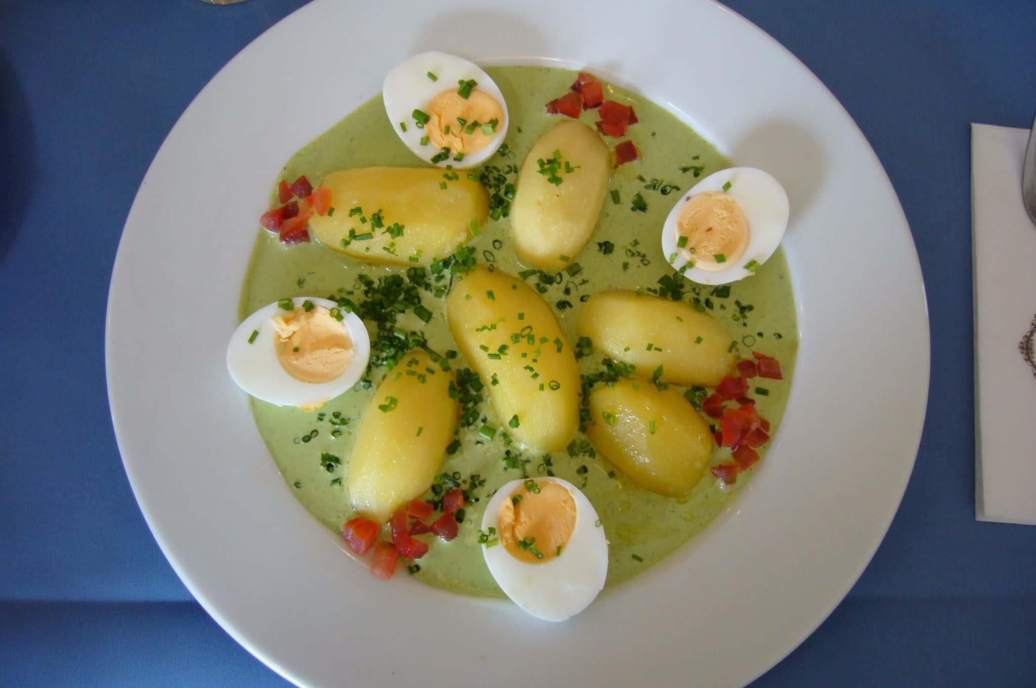 Eier, Kartoffeln und die berühmte Frankfurter Grüne Soß