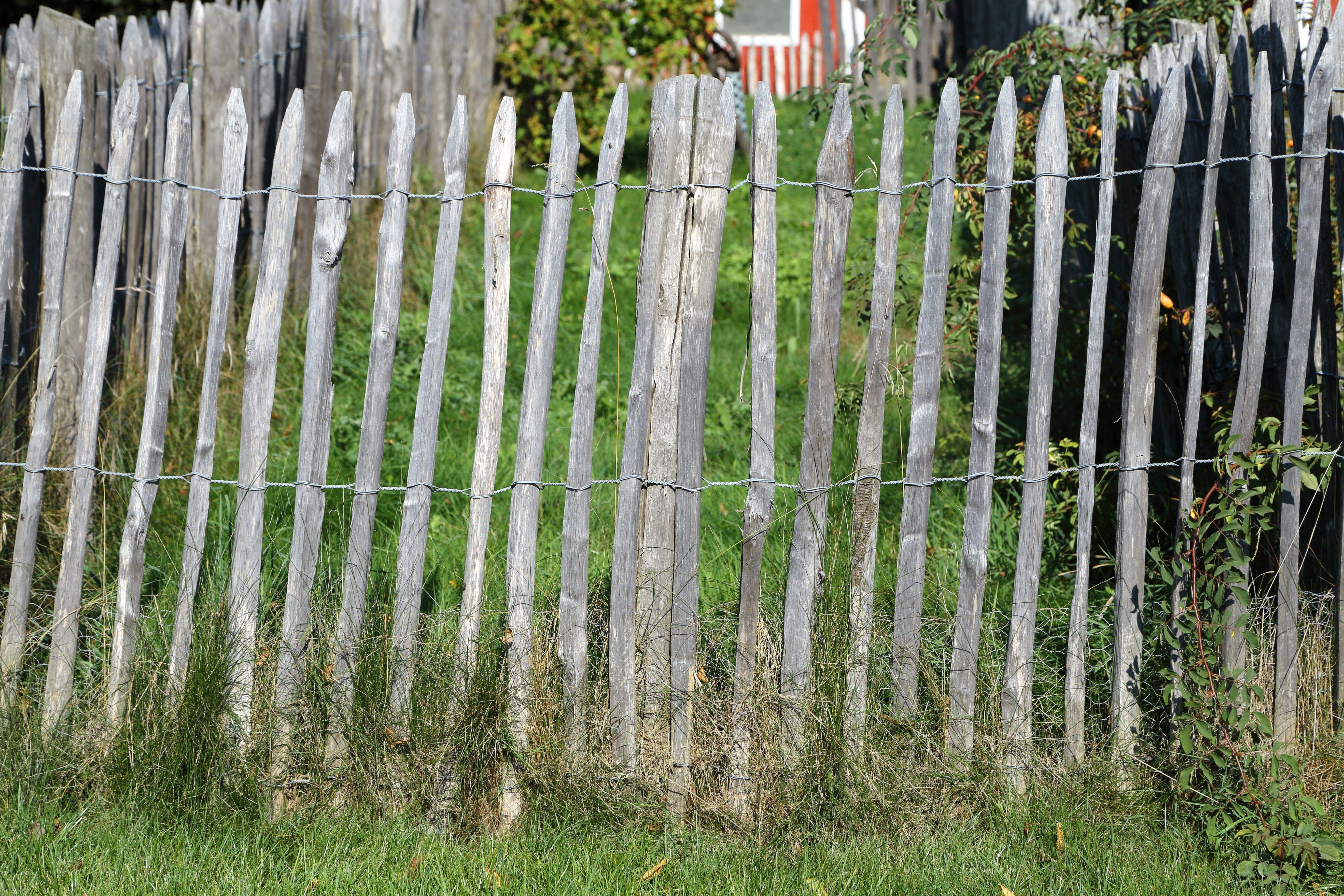 einen staketenzaun aufstellen - nachgeharkt
