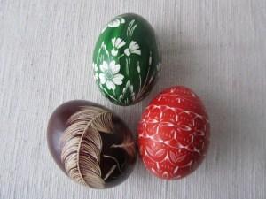 Ostereier mit Pflanzenfarbe färben