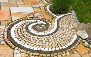 Naturbaustoffe – Allrounder im Garten