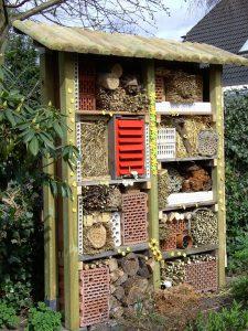 Die richtigen Füllmaterialien für ein Insektenhotel