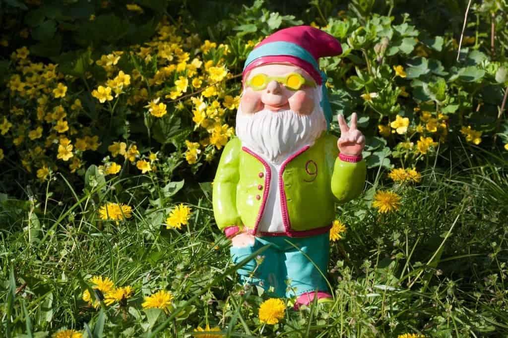 Gartenzwerg mit Sonnenbrille