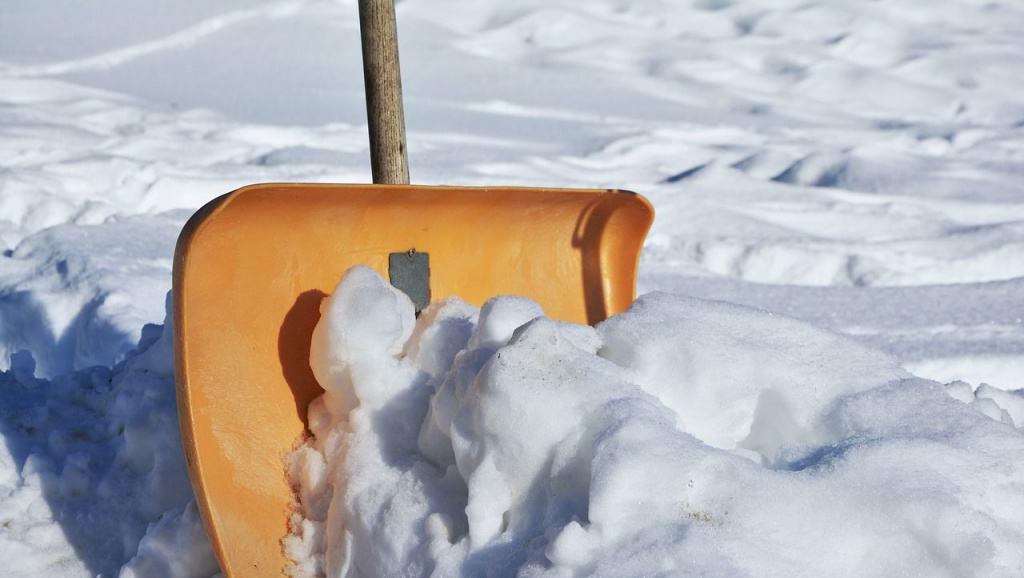 Schneeschaufel im Einsatz