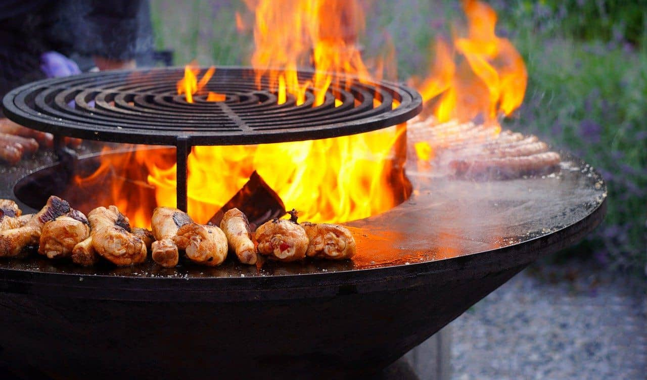 Grill mit offener Flamme
