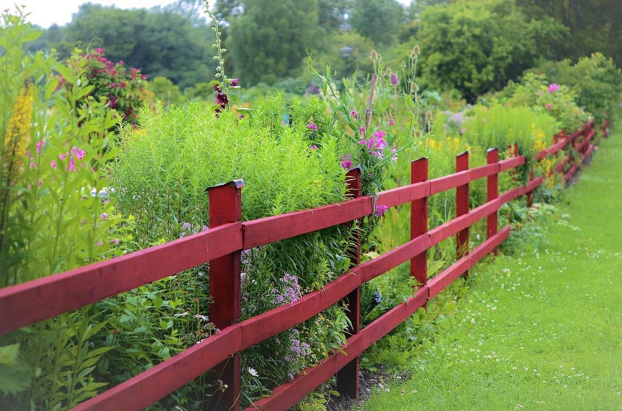 Roter Zaun