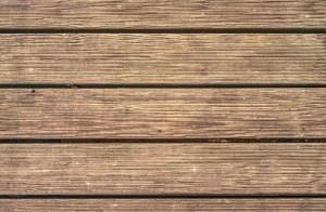 Terrassen- und Balkondielen aus Holz richtig pflegen