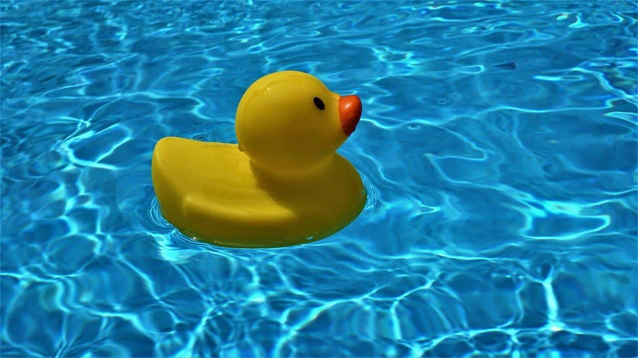 Pool mit Quietsche-Ente