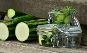 Zucchini einlegen und haltbar machen