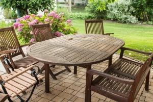 Gartenmöbel richtig überwintern lassen