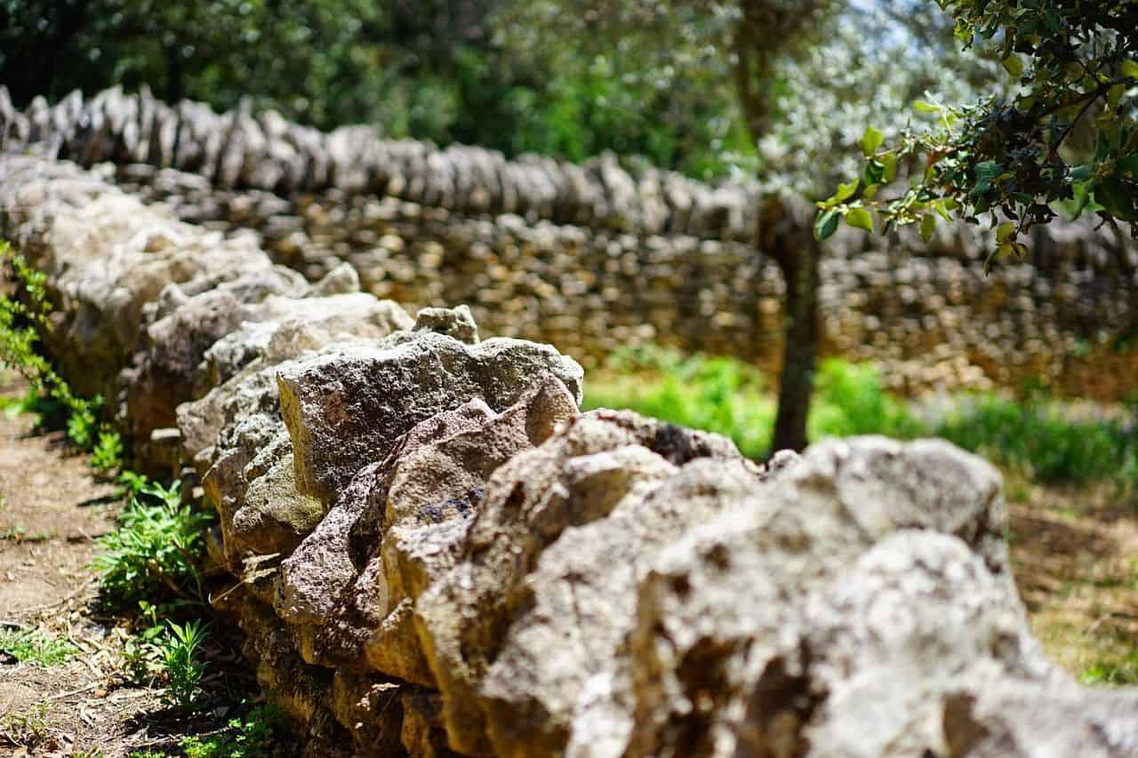 Eine Trockenmauer