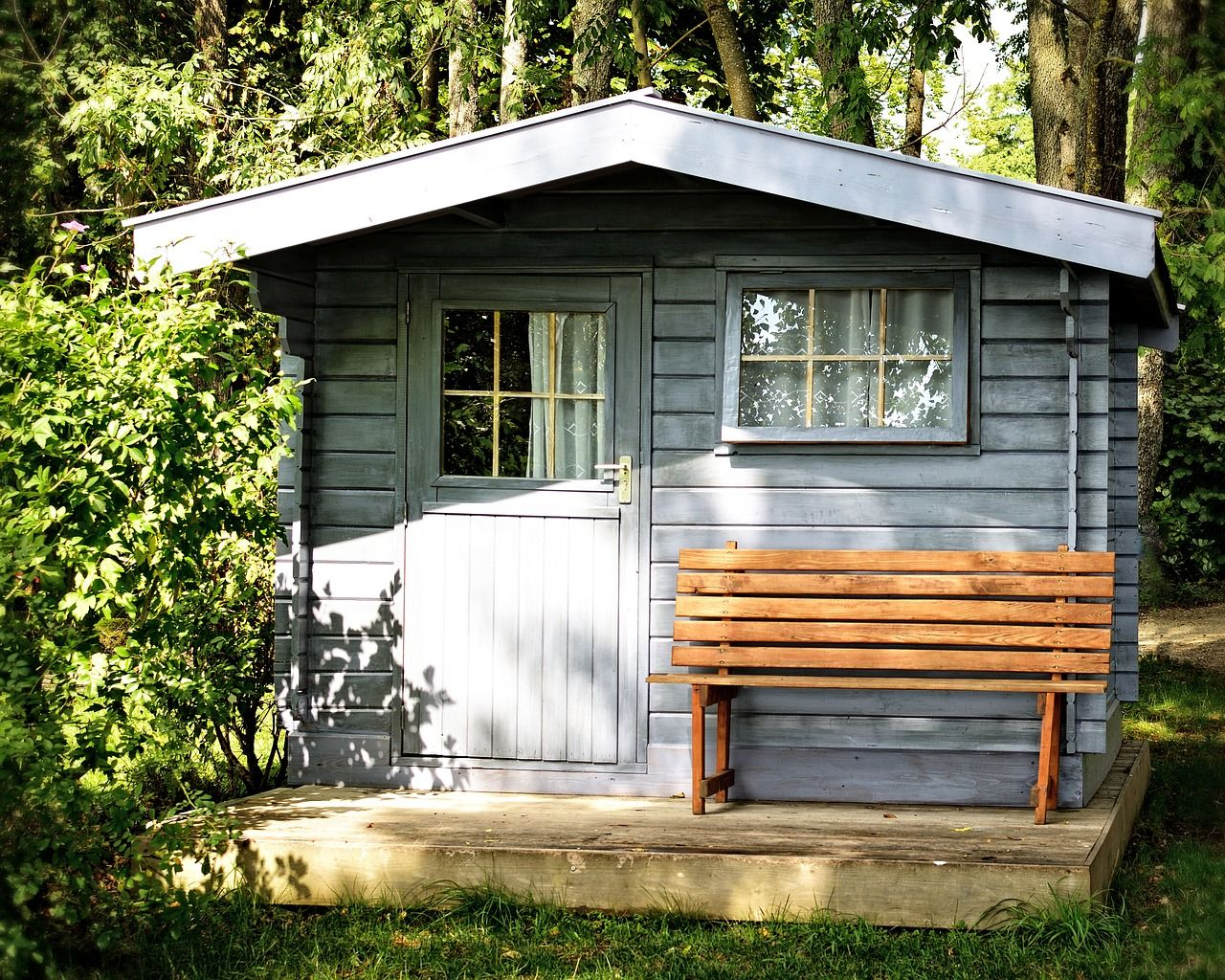 Blaues Gartenhaus