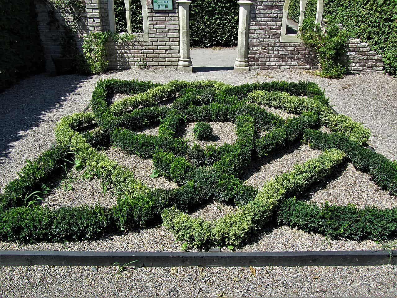 Parterres und Knotengärten – aufwendige Gartengestaltung wie in der Schlossanlage