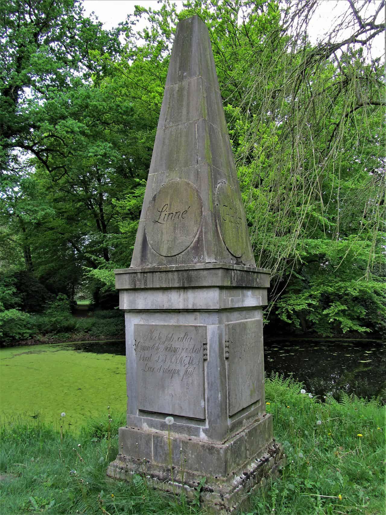 Obelisk aus Stein