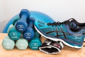 Vier Wege, wie ein Garten-Gymnastikraum Sie körperlich und finanziell fit halten wird!